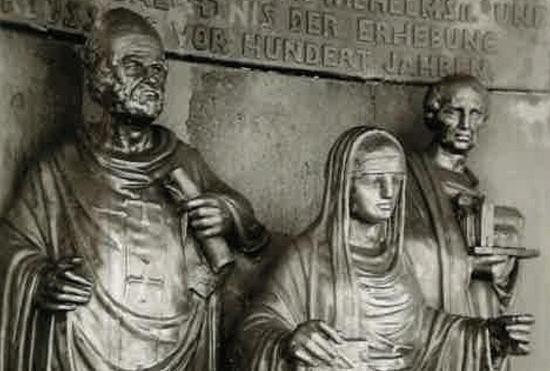 Schwanhildenbrunnen mit der Abbildung der Äbtissin Swanhildis in der Mitte