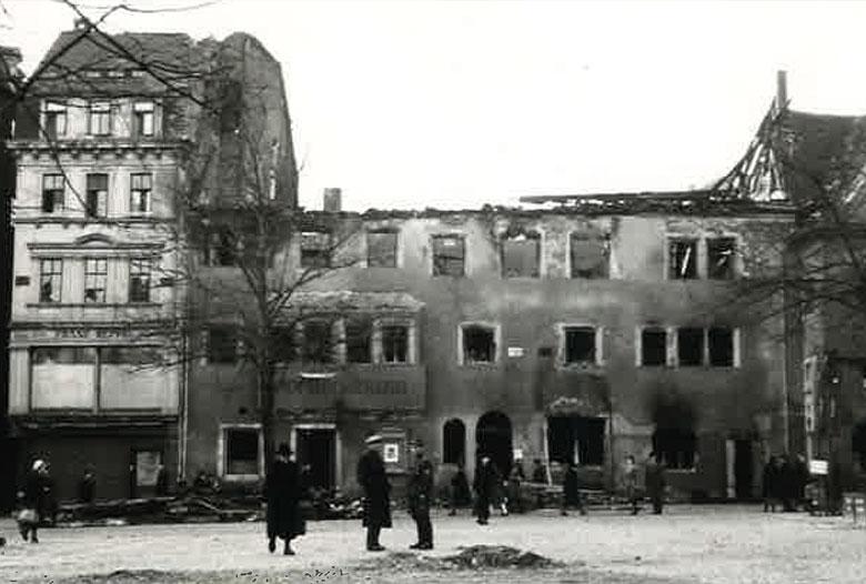 Ausgebombte Hofapotheke nach Bombenangriff am 9.2.1945