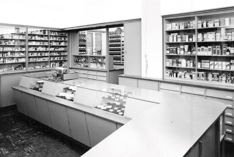 Offizin der Schwanhilden Apotheke in den 1950ziger und 1960ziger Jahren